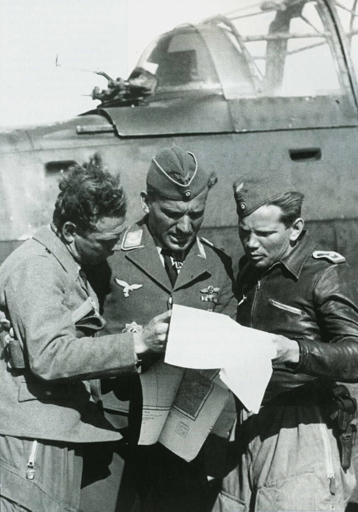aircrew-luftwaffe-stuka-legion-hans-ulrich-rudel-and-erwin-hentschel-01.jpg